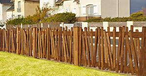 Instalación de cercas y vallas de madera