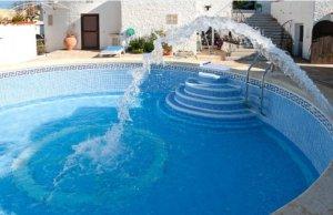 Llenado en el mantenimiento de piscinas