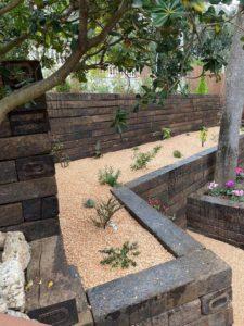 construccion-jardin-desniveles-con-traviesa-de-tren
